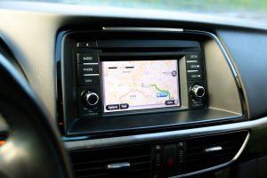 Na vestavěné GPS sází stále více světových automobilek.