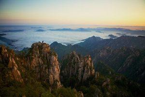 Čína nejsou jen velkoměsta a památky. I Žluté hory stojí za návštěvu.